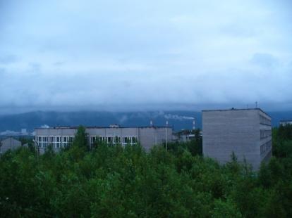 Białe noce, godzina 2 w nocy, widok z naszego okna w Apatytach