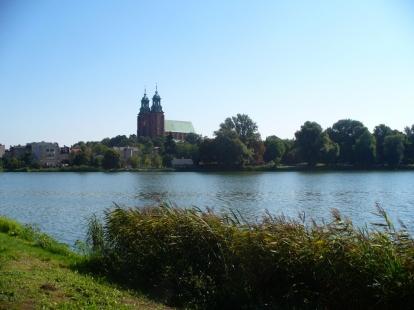 Archikatedra gnieźnieńska i Jezioro Jelonek