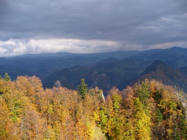 Widok z Trzech Koron na Beskid Sądecki - jesień