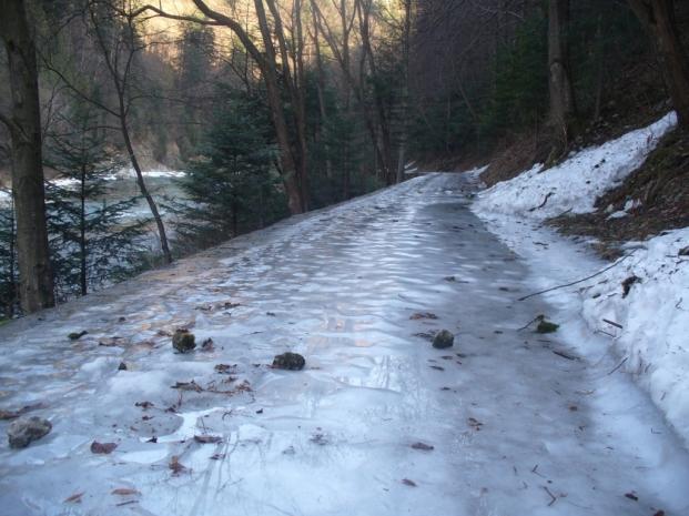 Na szlaku z Czerwonego Klasztoru do Szczawnicy - zimowe lodowisko