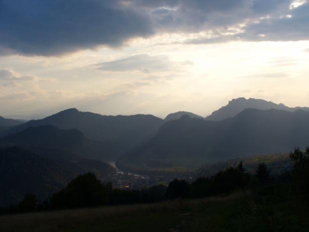 Widok spod Bereśnika na Szczawnicę i Pieniny Właściwe, zdjęcie wykonano 30 IX 2008