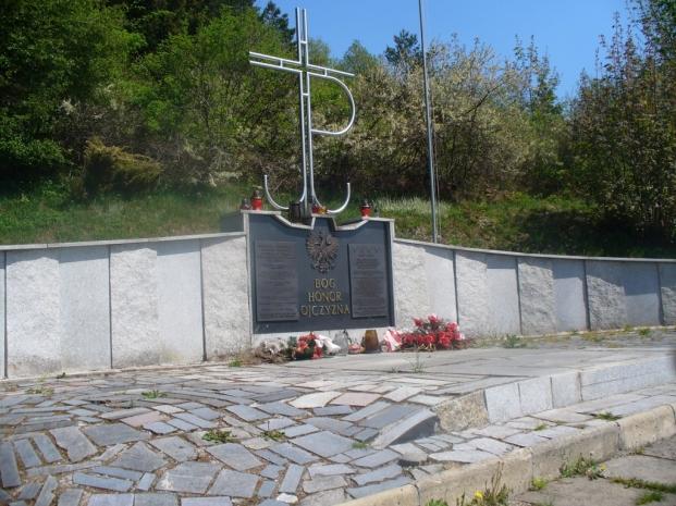 Pomnik Ofiar Pacyfikacji w Zawadce, zdjęcie wykonano 3 V 2009