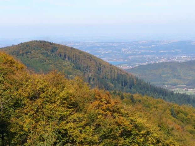 Widok spod Lubomira na Kamiennik i Jezioro Dobczyckie, zdjęcie wykonano 6 X 2012