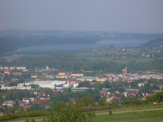 Widok spod Plebańskiej Góry na Myślenice i Jezioro Dobczyckie, zdjęcie wykonano 3 V 2009