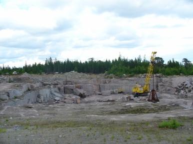 Kamieniołom granitów na drodze z Umby do Warzugi