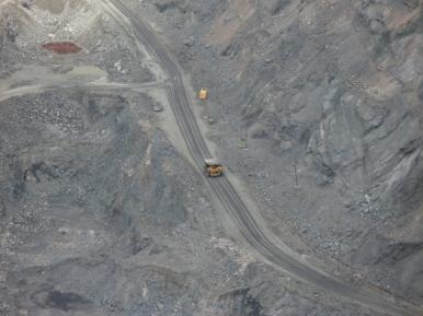 W odkrywce kwarcytów w Olenogorsku... 300 m w głąb ziemi