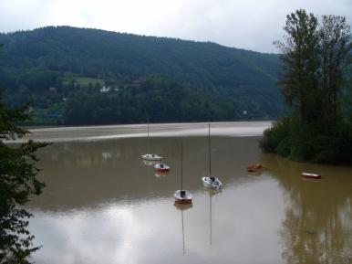Jezioro Międzybrodzkie w okolicach Porąbki (tuż po gwałtownych opadach deszczu - można poznać po kolorze wody)
