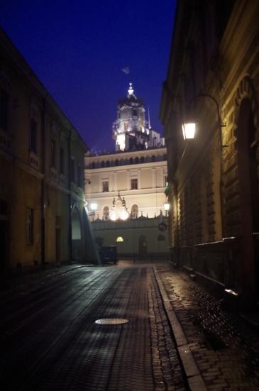 Wieczorne uliczki Jarosławia, widok na Ratusz