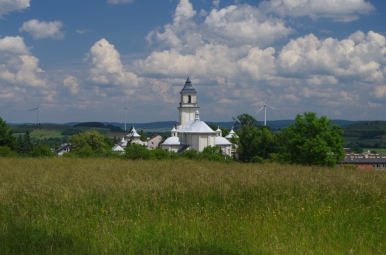 Rymanów - na pierwszym planie kościół