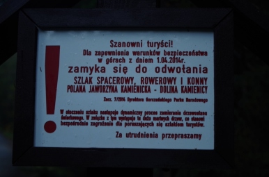 Tabliczka informująca o zamknięciu szlaku, 19 X 2014