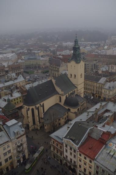 Widok z Wieży Ratuszowej we Lwowie na Katedrę Łacińską