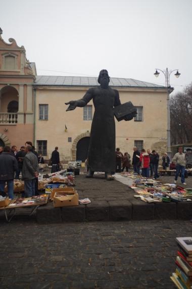 Pomnik Fedorowa i targ z książkami, Lwów