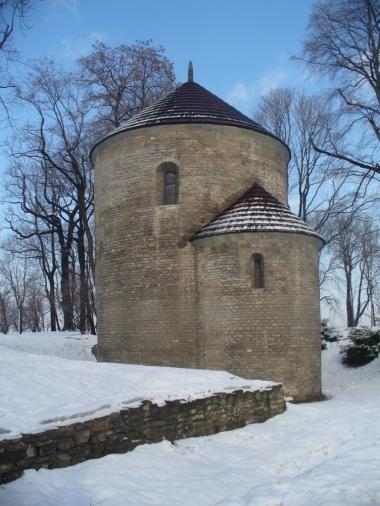 Rotunda romańska z XI w. w Cieszynie, zdjęcie wykonano 21 II 2010 r.