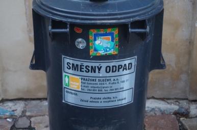 Śmieszne kubły na śmieci, Praga