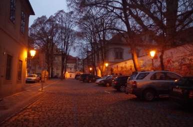 Okolice Ściany Lennona, Praga