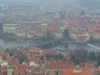 Widok z Wieży Petřín na Most Karola, zdjęcie wykonano 5 IV 2012 r.