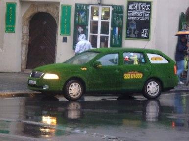 Praskie zielone taxi, zdjęcie wykonano 5 IV 2012 r.