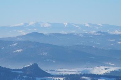 Widok ze schroniska na Przehybie na Niżne Tatry