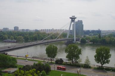 Widok spod bratysławskiego zamku na Dunaj i UFO