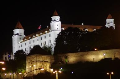Bratislavský hrad nocą