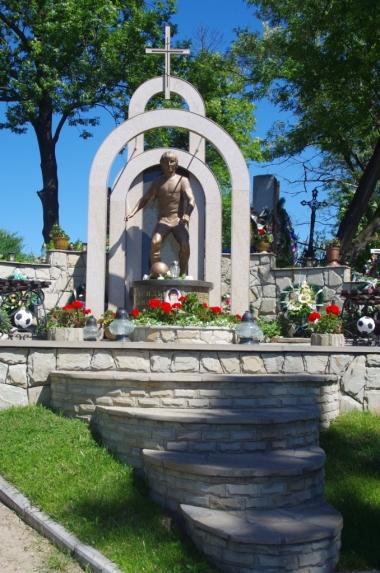 Na cmentarzu w Żółkwi - nagrobek piłkarza...