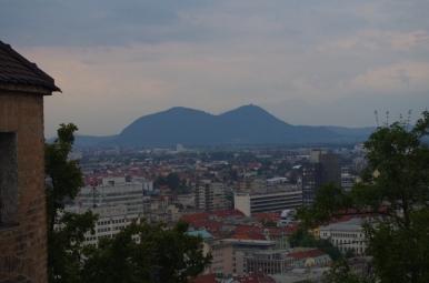 Widok z zamku w Ljubljanie na Šmarną gorę