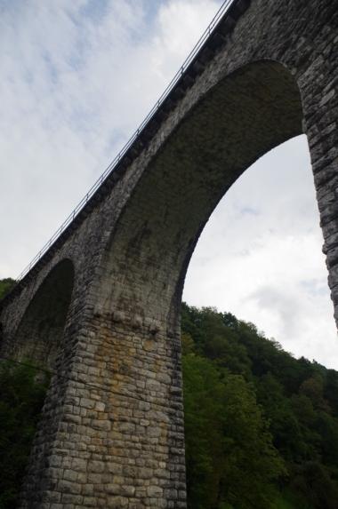 Most kolejowy w miejscowości Most na Soči