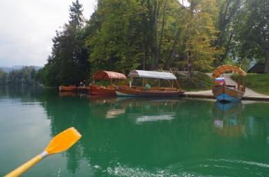 Łódki na Jeziorze Bled