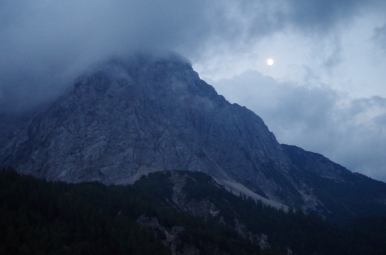 Widok na Prisojnik (2547 m n.p.m.) z Przełęczy Vršič