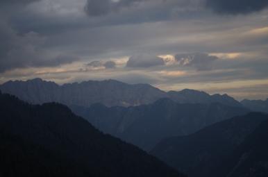 Widok na Alpy Julijskie z przełęczy Vrsič