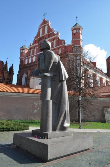 Pomnik Adama Mickiewicza w Wilnie, zdjęcie wykonano 18.04.2012 r.