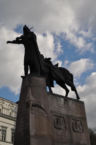 Pomnik Giedymina na Placu Katedralnym w Wilnie, zdjęcie wykonano 18.04.2012 r.