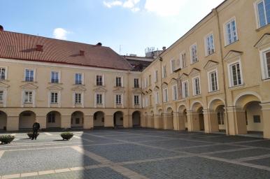 Dziedziniec Uniwersytetu Wileńskiego, zdjęcie wykonano 18.04.2012 r.