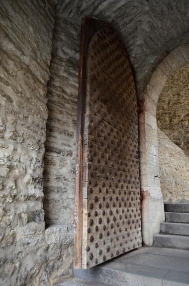 Brama Lühike jalg i potężne dębowe drzwi, Tallin, fot. Maja Cybulska