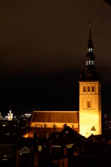 Wieczorny widok ze wzgórza Toompea na kościół św. Mikołaja, Tallin, fot. Maja Cybulska