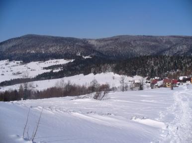 Widok na Łopień, Przełęcz Rydza-Śmigłego, zdjęcie wykonano 17 III 2013 r.