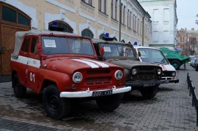 Przed Muzeum Czarnobyla w Kijowie - dwa UAZ-y biorące udział w akcji ratunkowej po awarii...
