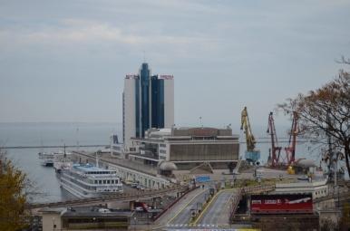 Widok ze Schodów Potiomkinowskich na port w Odessie