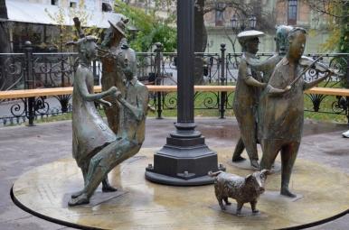 Park Miejski w Odessie - radośni mieszkańcy miasta uwiecznieni na pomniku